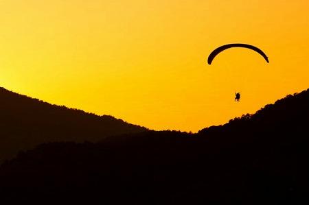 アクティブ アクティビティ 空気 フライト フライ 飛行 楽しい レジャー 山 オレンジ