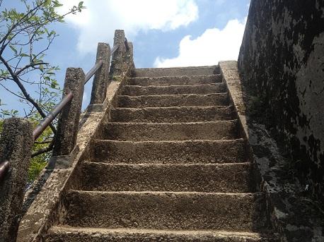 宝満山山頂前階段