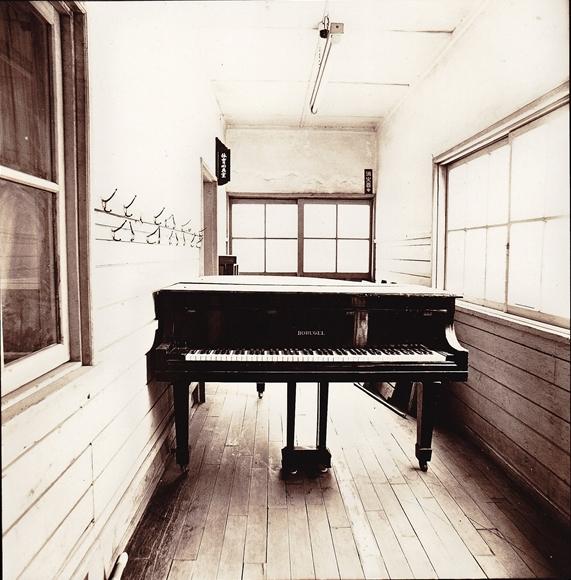 Piano-5_R.jpg