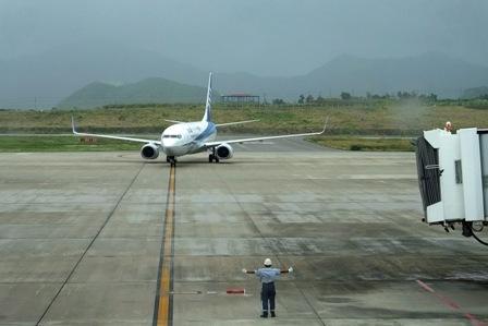 台風下ANA機着陸