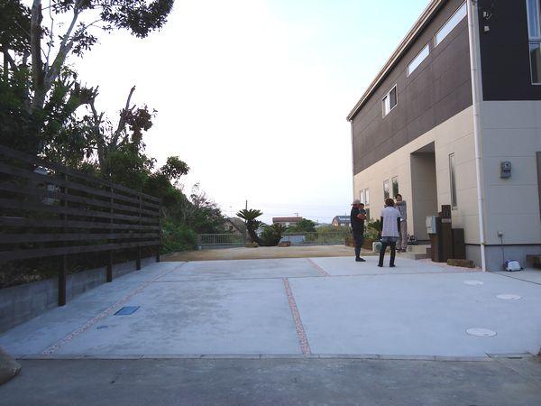 左はヒノキのウッドフェンス