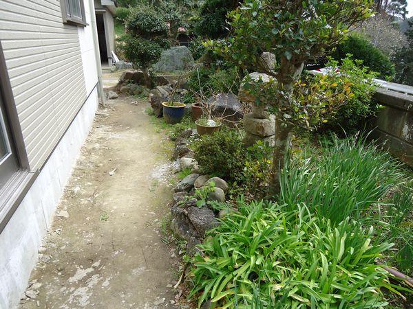 施工前、道路側の庭