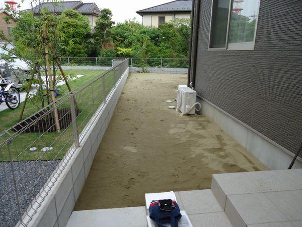 施工前玄関より庭
