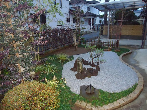 イタヤカエデと白川砂の庭