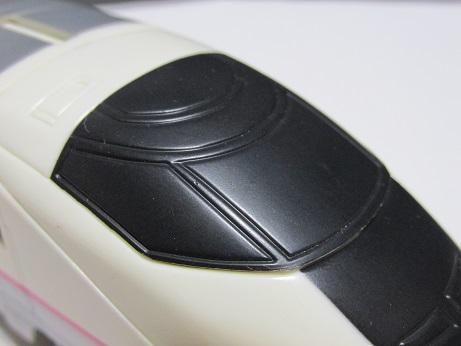 運転台窓の上の部分がR1のライトの名残である