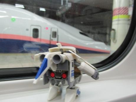 途中、上野で新塗装のE4系にも遭遇しました、またE4を手に入れたら新塗装も作ってみようかな?