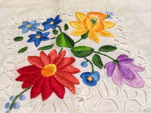 カロチャー刺繍1