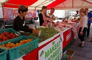 市場のイチゴ