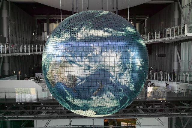 青い地球はてのひら01b