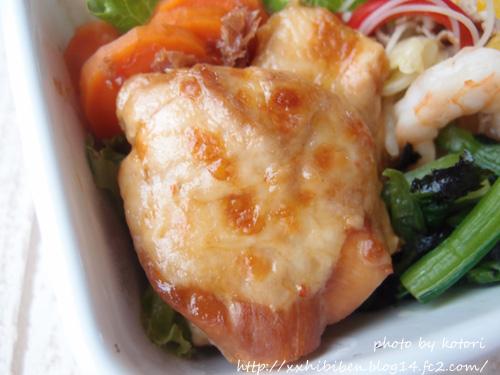 元々のレシピは栗原はるみさんの「ささみのにんにく醤油焼き」ですが、ニンニクが入っているからお弁当にはちょっと抵抗があって、生姜で代用。