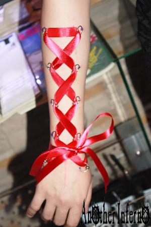 コルセットピアッシング corset piercing リボン ピアス