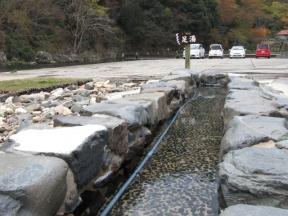 河川敷の足湯