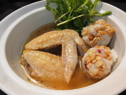 鶏手羽スープとシリアル団子