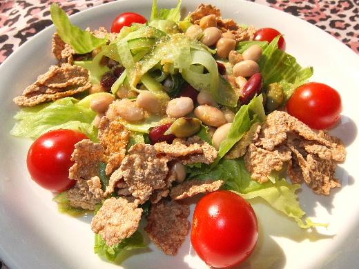豆とシリアルのサラダ