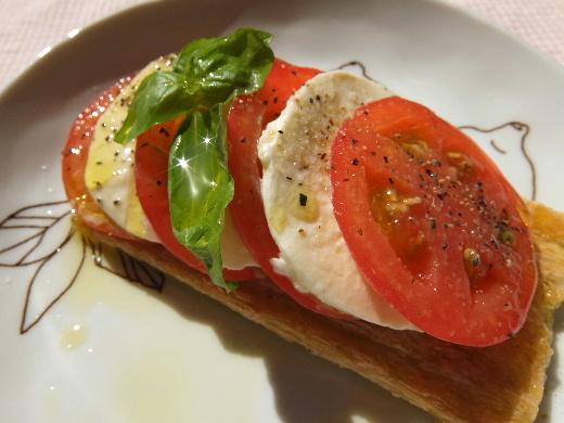 トマトとモッツァレラのカプレーゼwithクラコット