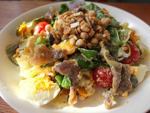 イベリコ豚と彩り野菜のシリアルサラダ