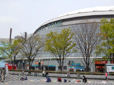 入社式は東京ドームホテルで行なわれ、佐渡屋太郎は初めてドーム球場を近くで見た