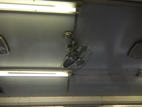 電車内の扇風機