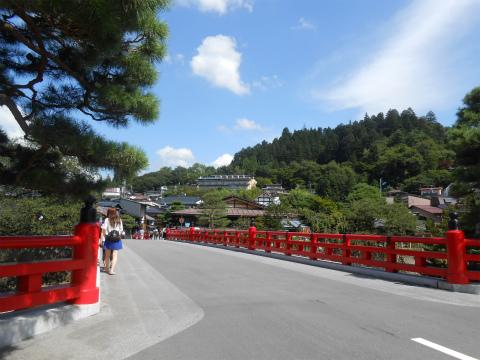赤い欄干の中橋