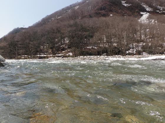 春の湯檜曽川