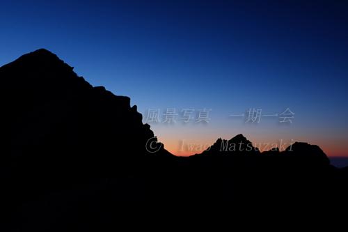 シルエットの唐松岳と不帰ノ嶮