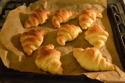 Croissant met gele straal Klein