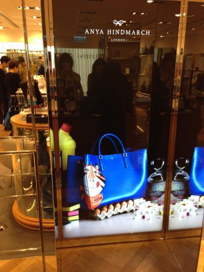 ANYA HINDMARCH のトラのバッグ in 香港