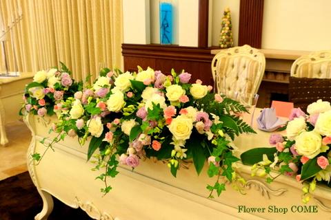 メインテーブル装花(白・ピンク・淡紫)大人パステルカラー