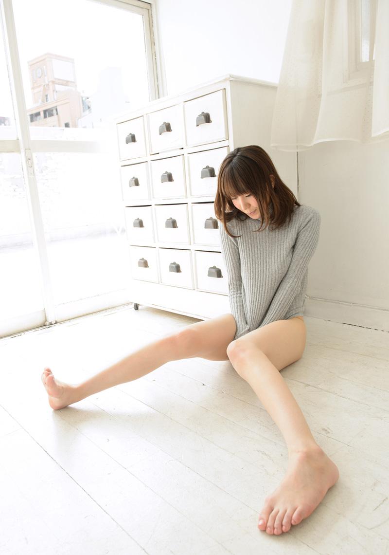 【No.17910】 ふともも / 知花メイサ