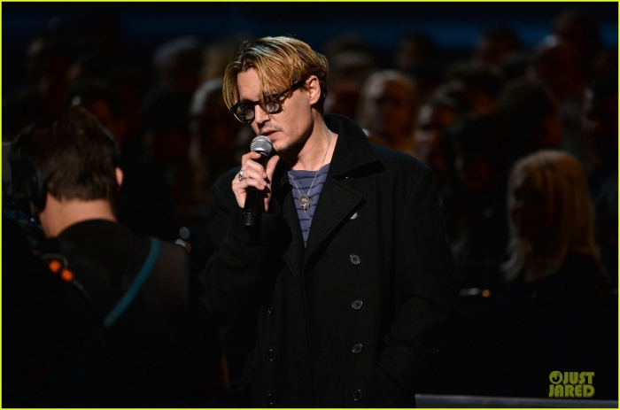 johnny-depp-sean-penn-beatles-tribute-presenters-03.jpg