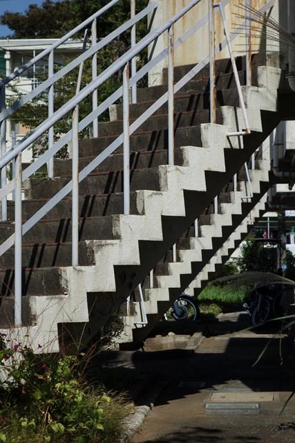 都公社祖師谷住宅2階建て住棟の階段