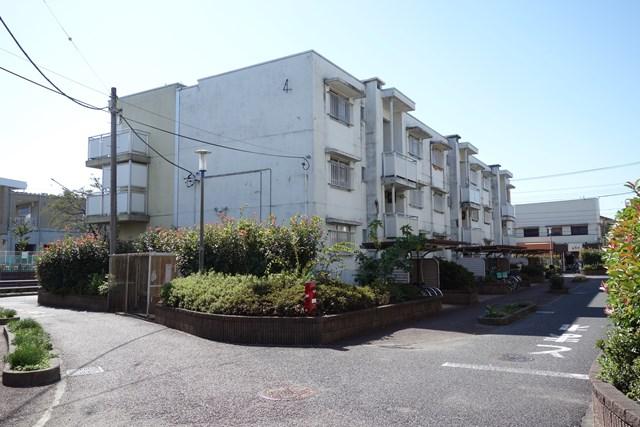 東京都営仙川アパートの3階建て住棟