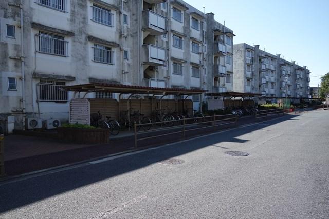 東京都営仙川アパートの住棟北側