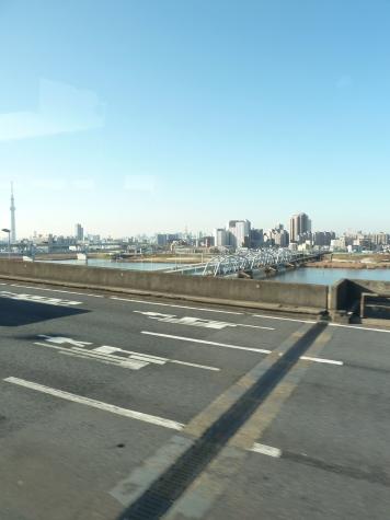 東京スカイツリーと堀切橋・京成本線(首都高速 6号三郷線より)
