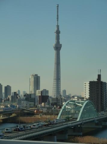 東京スカイツリーと四ツ木橋(首都高速C2より)