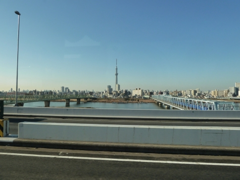 東京スカイツリーと木根川橋・京成押上線(首都高速C2より)