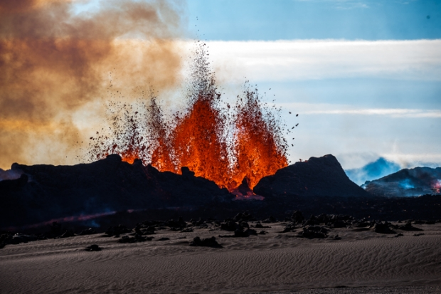 【アイスランド】 6週間前に噴火したバンダルブンガ火山…マグマの噴出がいまだ止まらない