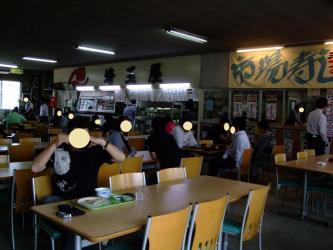 荒井市場内~食堂かなり大衆的ではありますがこんな雰囲気もたまにはいいです♪2013.06.08