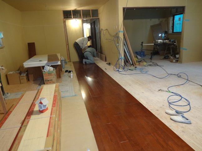 S邸新築工事~床フロア板張り中